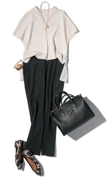 黒パンツ×白ニット