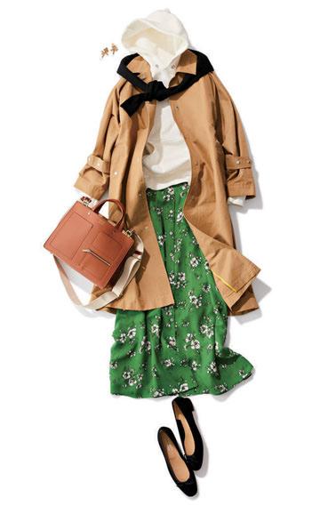 白パーカ×トレンチコート×グリーン花柄スカート