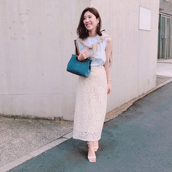 【2】白ロングスカート×白ノースリーブ×ベージュカーディガン
