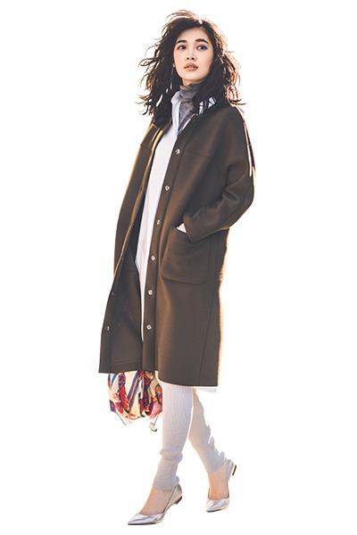 【1】ブラウンコート×白シャツワンピース×グレーレギンス