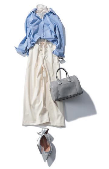 白ワイドパンツ×白ニット×ブルーシャツ