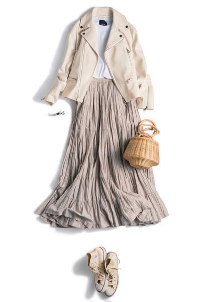 ハイカット白コンバース×ベージュフレアスカート