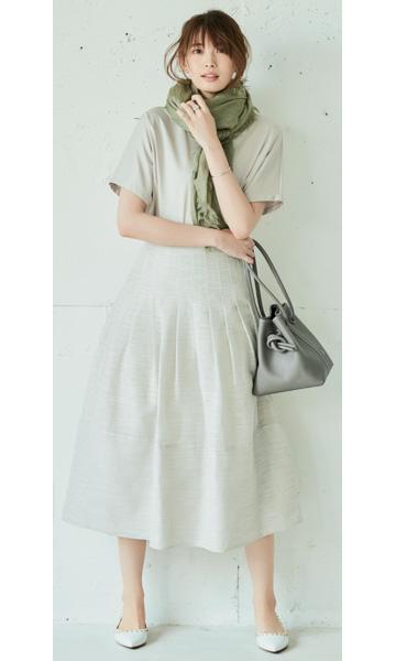 【3】フレアスカート×ベージュTシャツ