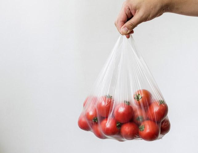 袋入りで売っている夏野菜