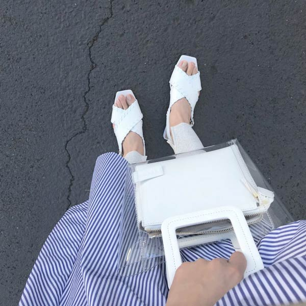 STAUD 真っ白ビニール素材のミニバッグ