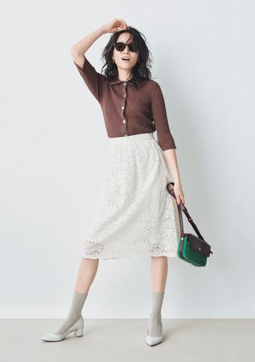 ブラウンニット×白レーススカート
