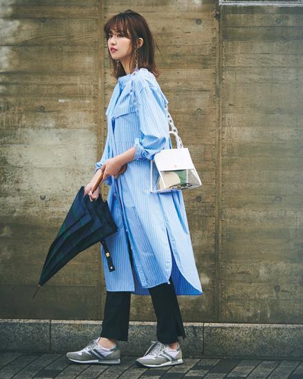 雨の日コーディネート スニーカー+きれいめ服でカジュアル感