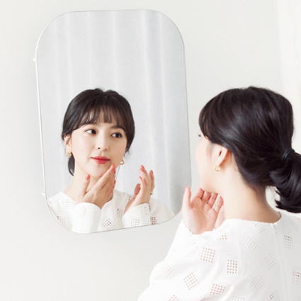 毎日鏡を10回は見て肌の状態をチェック