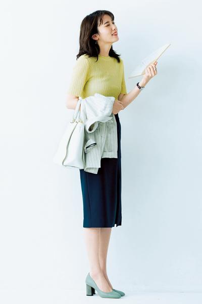 【4】黄色シアーニット×ネイビータイトスカート