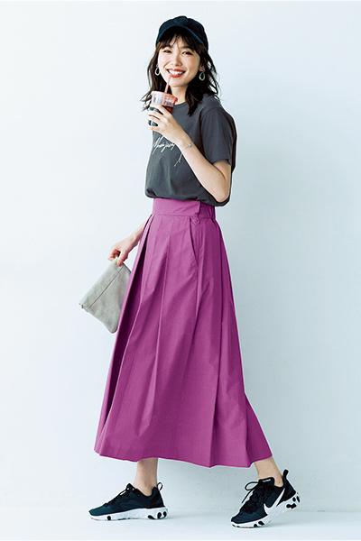 【2】黒キャップ×グレーTシャツ×ピンクパープルスカート