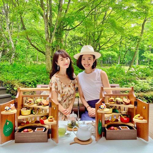 星野リゾート 軽井沢ホテルブレストンコート ザ・ラウンジにて森のアフタヌーンティー