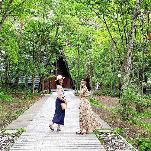 軽井沢高原教会前の森をお散歩