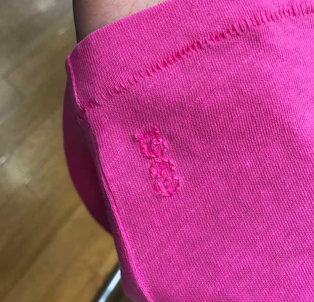 裾にステッチ ワンポイント刺繍