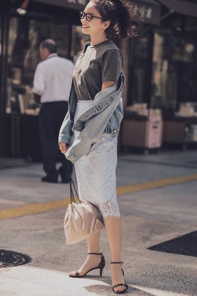 レーススカートには、アニマル柄でモード感をプラス