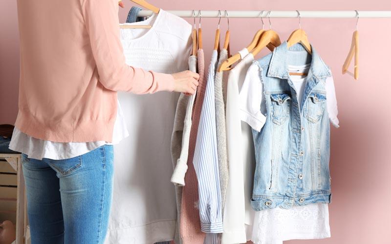 服装を選ぶ