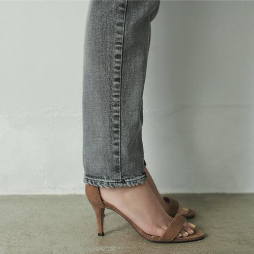 美脚に見せるデニムパンツ