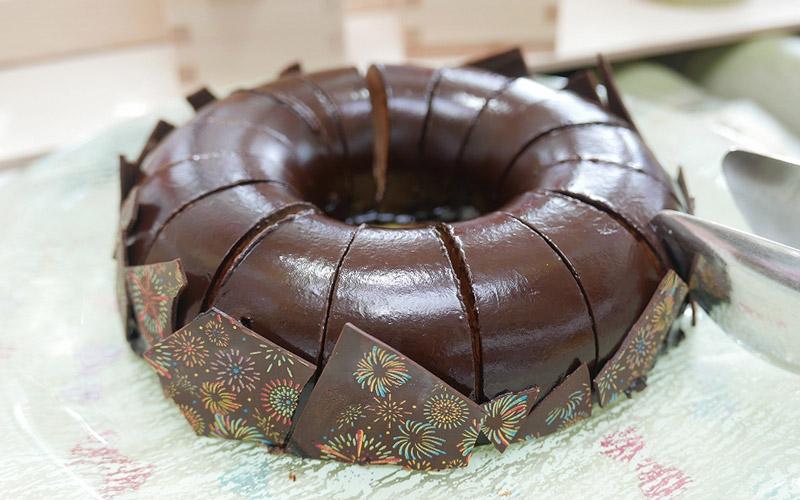 夜空に浮かぶ花火チョコレートケーキ