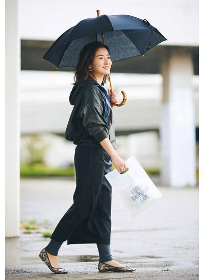 黒マウンテンパーカー✕黒スカート
