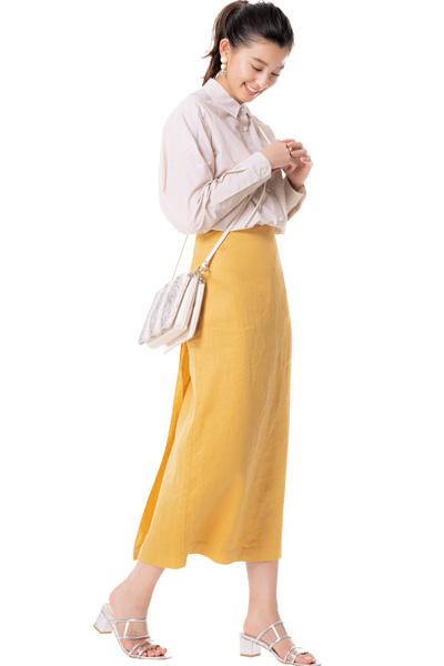 イエロータイトスカートの優等生コーデ