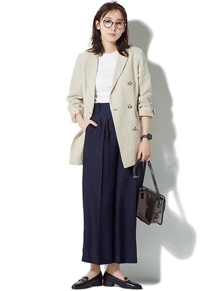 【2】紺パンツ×ベージュロングジャケット