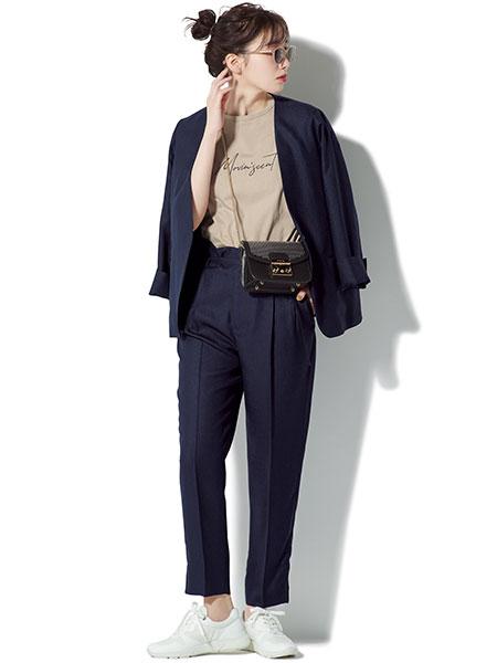 【1】紺パンツ×紺ノーカラージャケット