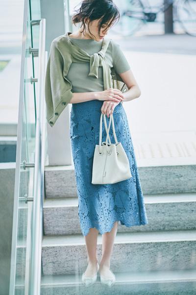 夏のスカートコーデ 【タイトスカート】を制すにはカジュアルな要素が必須