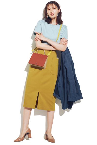 タイトスカート×グリーンブルーTシャツ