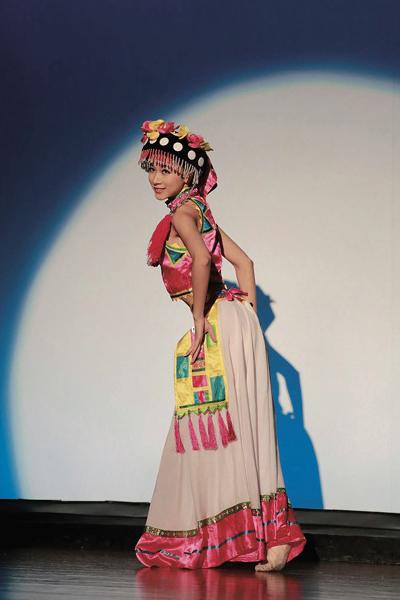 オッジェンヌ・雷 国悦さん 中国舞踊