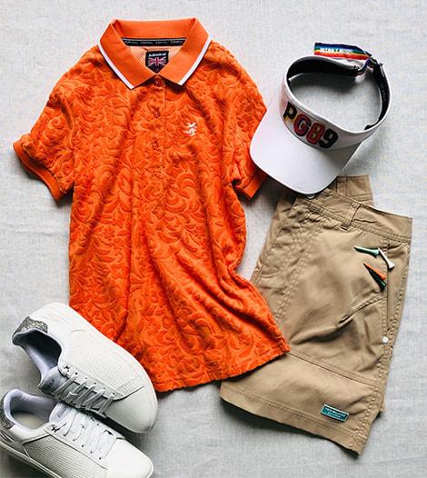 【2】パイル地のオレンジポロシャツ×ベージュスカート