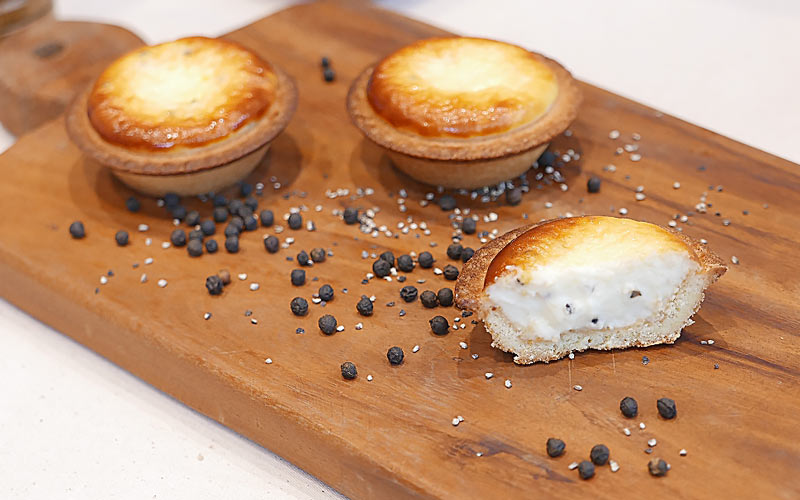 BAKE CHEESE TART(ベイク チーズタルト)「ブラックペッパーチーズタルト」