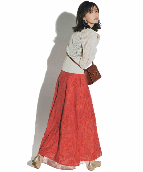 赤スカート×白ニット