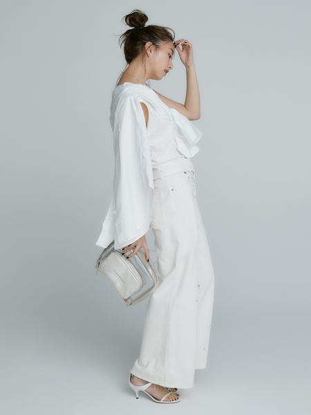 「Deuxième Classe」の白シャツ着こなし