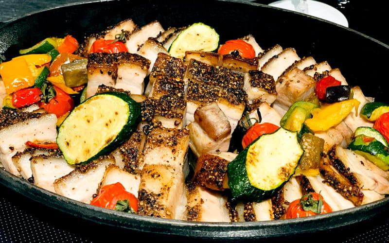 豚肉のコンフィ三種の胡椒とはちみつのハーモニー