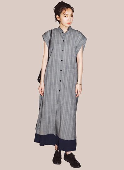 グレンチェックシャツワンピース×黒ロングスカート