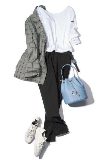 グレージャケット×白Tシャツ×黒パンツ