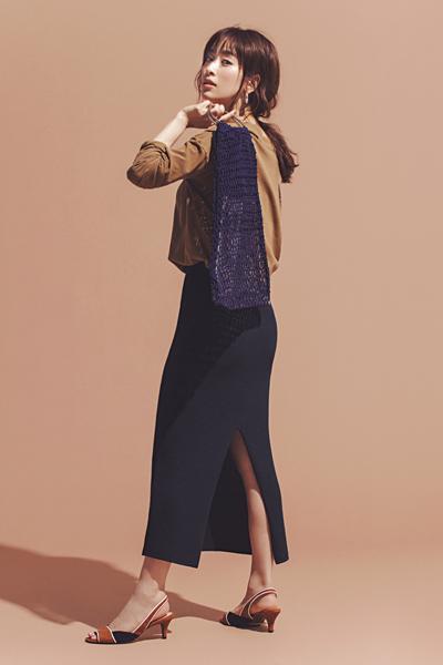 【4】キャメル色カットソー×ネイビーロングスカート