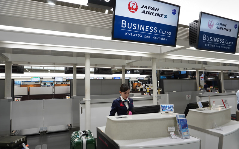 成田空港第2ターミナルにてチェックイン