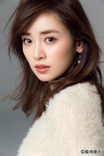 Oggi専属モデル・泉 里香さん