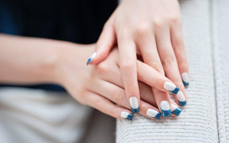 涼やかブルーの変形フレンチ