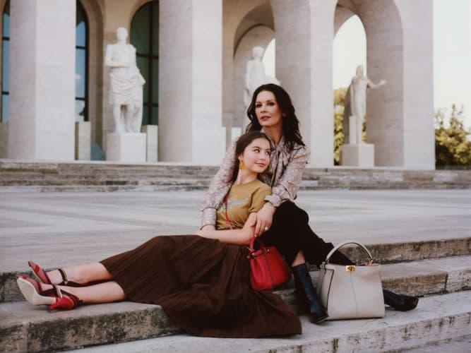 フェンディ「#MeAndMyPeekabooプロジェクト」 キャサリン・ゼタ=ジョーンズと娘のキャリス・ダグラス