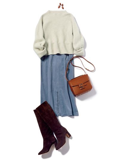 茶色ブーツ×ブルータイトスカート×白ニット