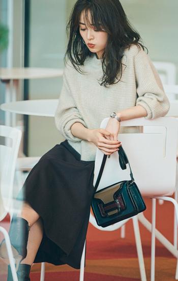 ショート丈カシミアセーター×ブラウンスカート