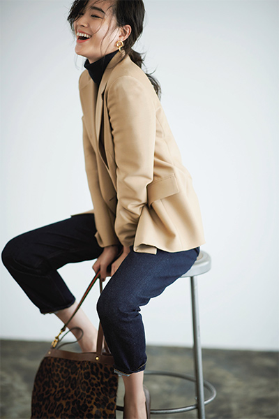 Beige Jacket 最旬はベージュジャケット! ドライな色と長め丈で洗練モードに