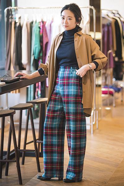 「SHIRT」を着こなし! プレスルームでスタイリストさんへの貸し出し対応。シャツをジャケット風に