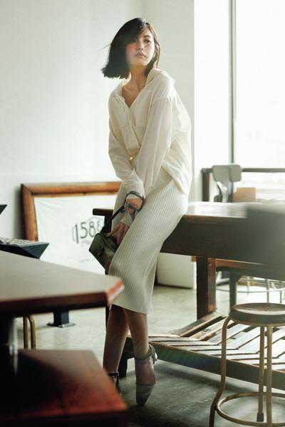 【1】白ニットスカート×白シャツ