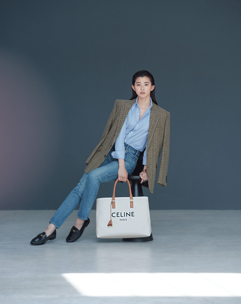 【CELINE|セリーヌ】シンプルなロゴが光るキャンバストー