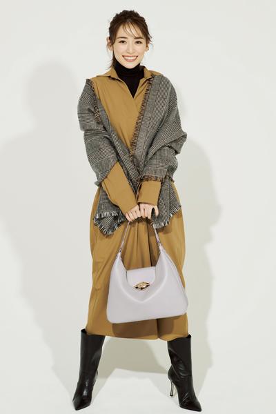 ◆装いを華やかにする【フルラ】の白バッグ