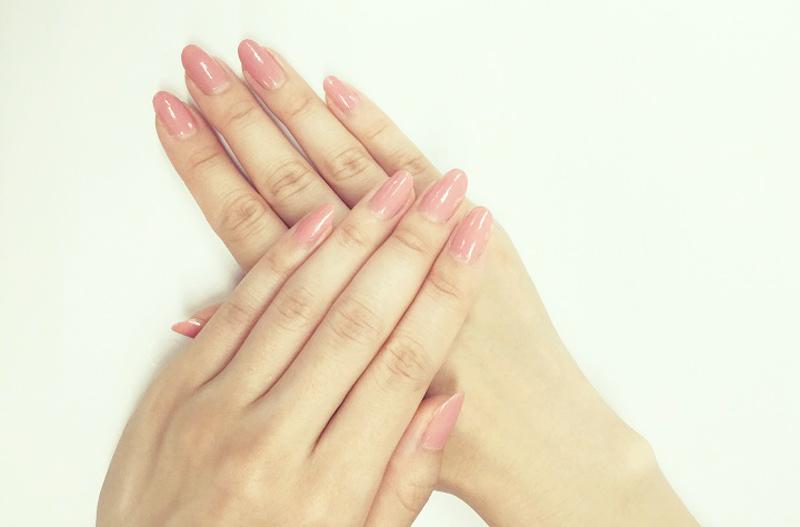 淡いピンクネイル