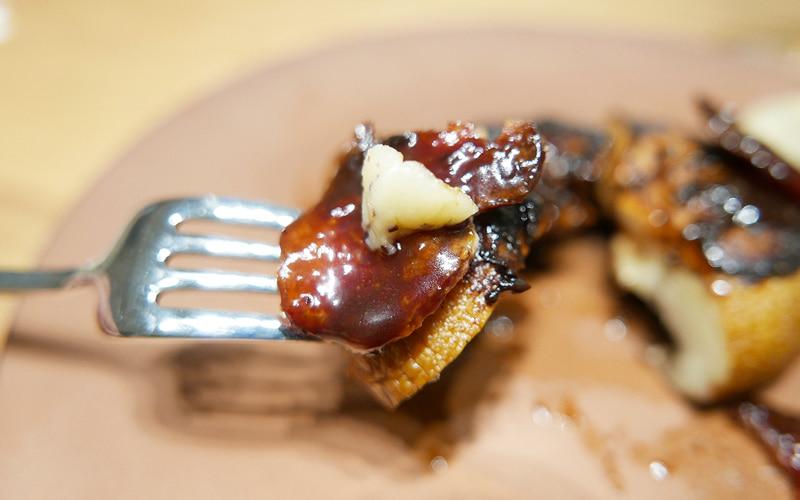 マッシュルームとベーコンのグリル、チョコレートバルサミコソース
