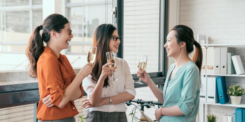 働く女子 スパークリングワイン